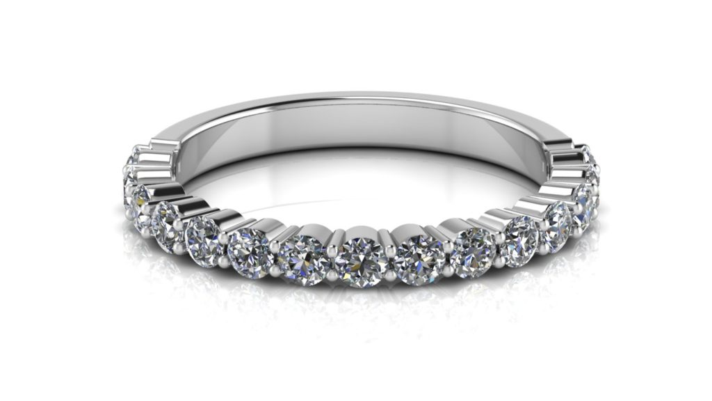 White gold ladies share claw diamond ring